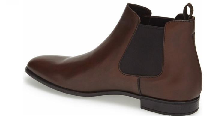 Chelsea-boots i blankt skinn fra Prada. Her synes tydelig de elastiske sidepanelene.