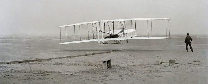 I dag feirer alle avgeeks 103årsdagen for verdens første motoriserte flygning (eller verdens første overbooking siden Orville ikke fikk plass)