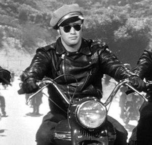 En ung Marlon Brando i sin første store hovedrolle i The Wild One (1953) som ble det store gjennombruddet både for Brando og Perfecto