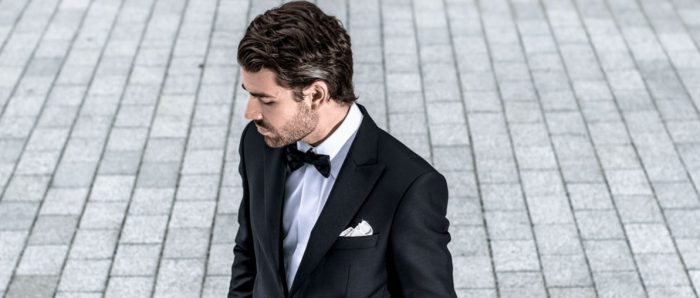 Enkeltspent smoking med spisse slag fra Viero Milano foto: Menswear)