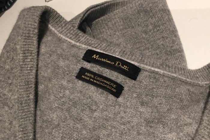Julegave fra kone og barn - en supermyk lys grå v-genser i kashmirull fra Massimo Dutti